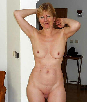 Pretty bared mature white woman
