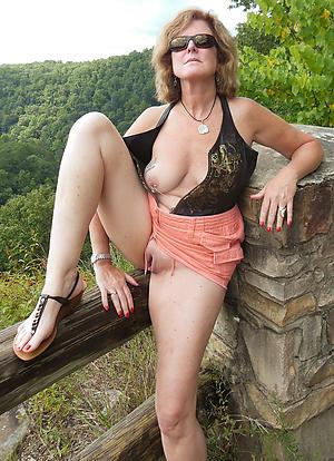 Amateur pics of white mature women