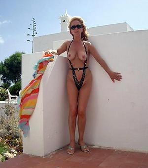 Amazing hot women in bikinis