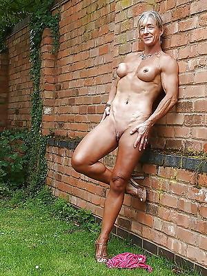 Horny amateur mature porn pics