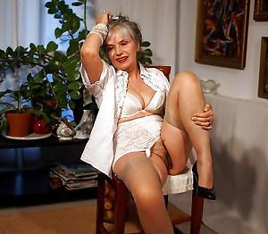 Pulling mature classic porn photos
