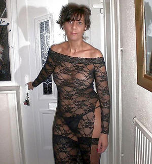 Free distant mature porn gallery