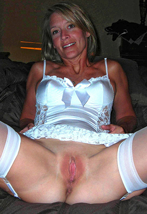 Mature moms naked photos