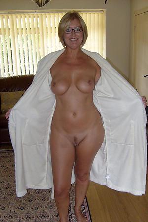 Xxx mature wife nude photos