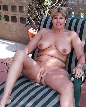 Free mature wife nude photos