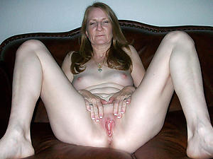 Inexperienced mature shaved vagina
