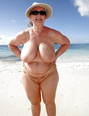 Sweet mature woman big boobs pics