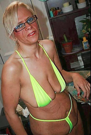 Slutty old ladies in bikini pics