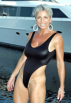 Sexy mature bikini photos