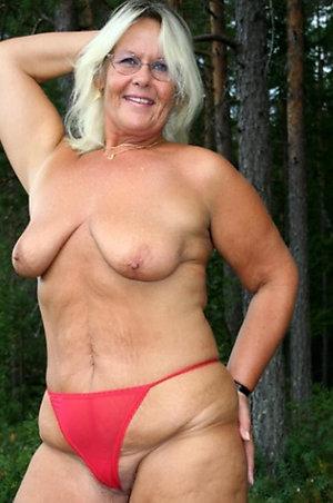 Favorite busty blonde moms