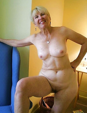 Amazing naked blonde lady