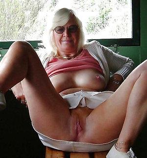 Naked blonde lady porn pics