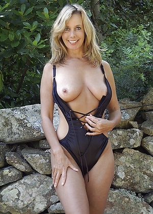 Xxx hot blonde lady pics