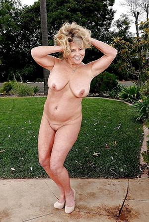 Slutty naked blonde older wife