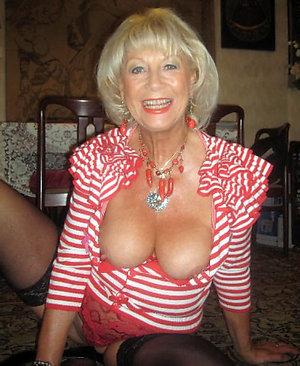 Free mature blonde momamateur pics