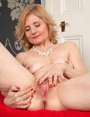 Amateur pics of blonde milf porn