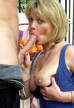 Honenade beautiful women giving blowjob