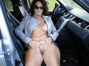 Remarkable exposed mature in car
