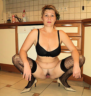 Mature housewives naked gallery