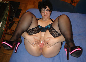 Mature housewives nude photos