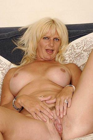 Xxx mature woman solo