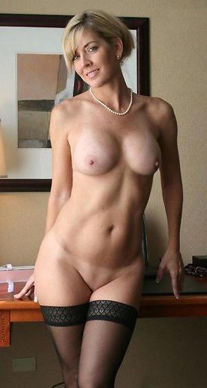 Busty solo mature women amateur porn pics