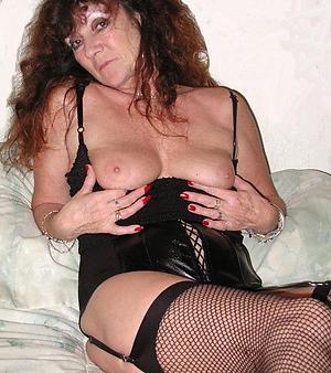 Amazing mature women xxx nude pics verandah