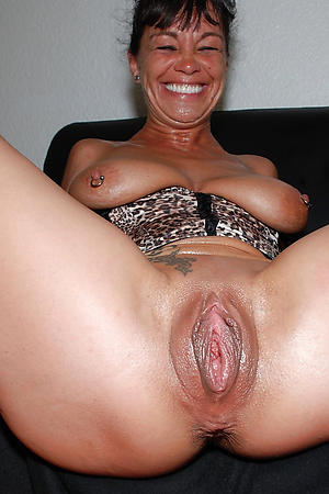 Naked mature regulate up pussy pics