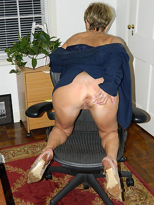 Pretty housewife milf stripped pics