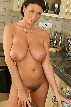 Naked hot housewife pics