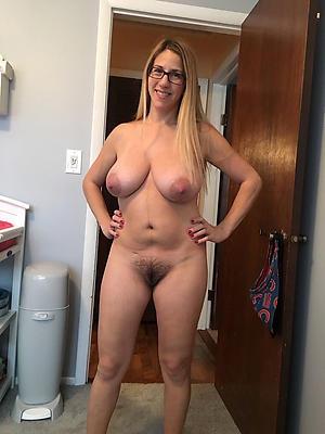 Pretty mature milf homemade nude pics