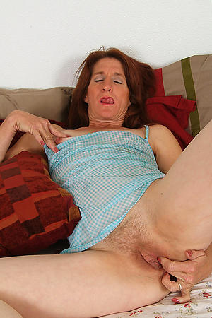 Naked mature slut xxx