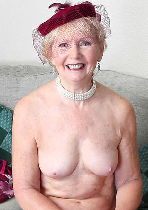 Enticing mature lady fucking porn pics
