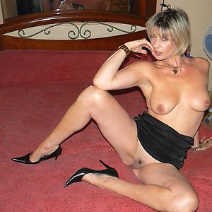 Naughty sexy mature lady naked pics