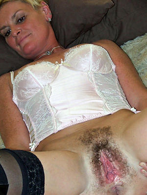 Favorite mature flimsy pussy resolve up