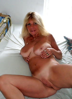Pretty erotic mature lady