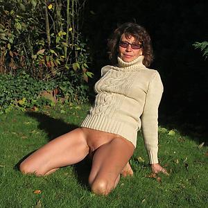 Lay pics of erotic mature nude