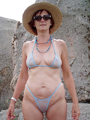 Pretty mature bikini moms pics