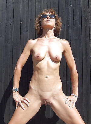Undress mature skinny pictures