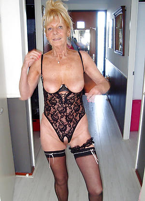 Pretty mature girlfriend porn photos