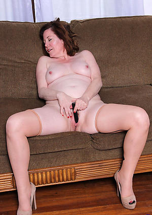 Naked mature female masturbation porn pics