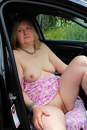 Amateur pics of sexy mature in auto