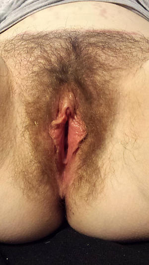 Naughty mature muted pussy close up pics