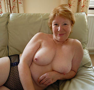 Busty hot mature lady naked pictures