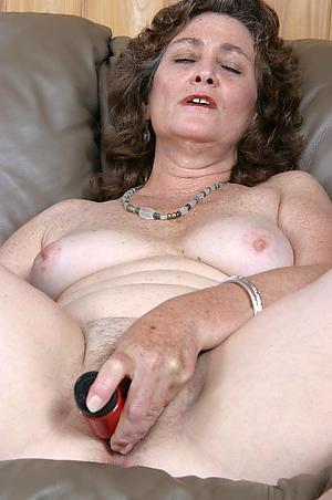 Mature mom masturbates porn galleries