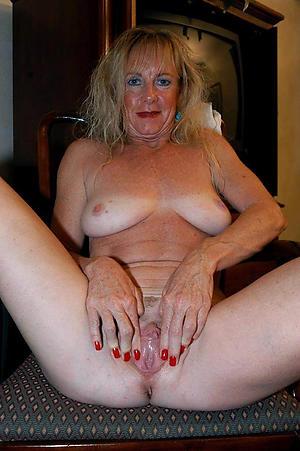 Mischievous distressing mature mom masturbates naked photos