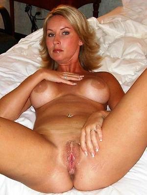 Slutty mature shaved women naked pics