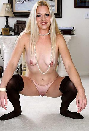 Slutty hot mature lady nude photos
