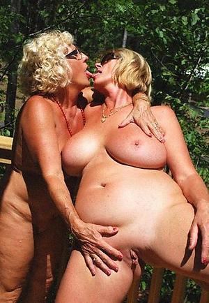 Xxx amateur mature lesbians porn pics