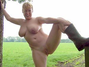Amateur pics of natural mature nudes